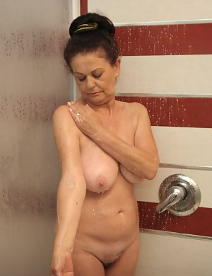 Mature Shower Porn Pictures