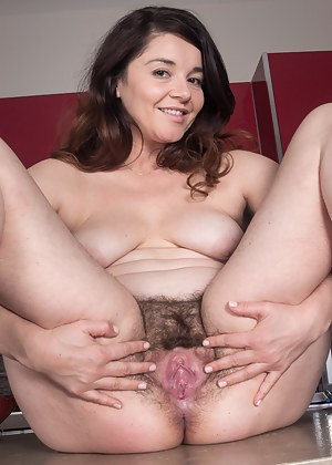 Mature Spread Pussy Porn Pictures